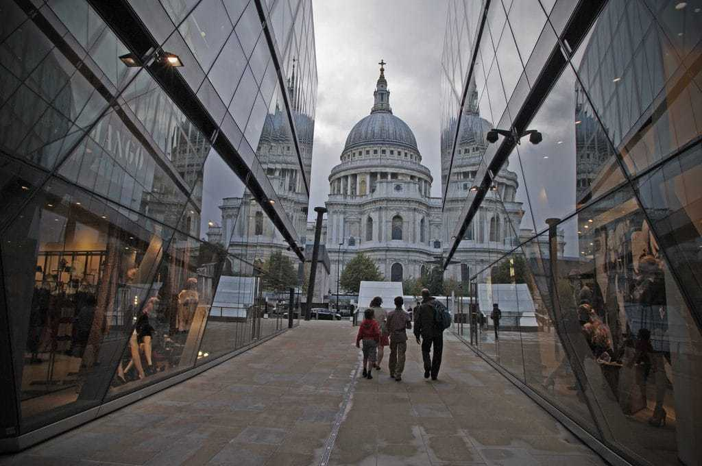 Visit London and rent serviced apartments in the city of London near St Pauls Cathedral.